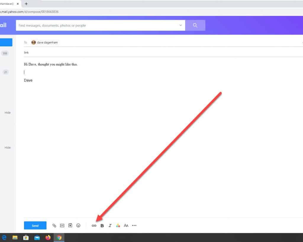 The Add Link icon is in Yahoo Mail is indicated by an arrow.