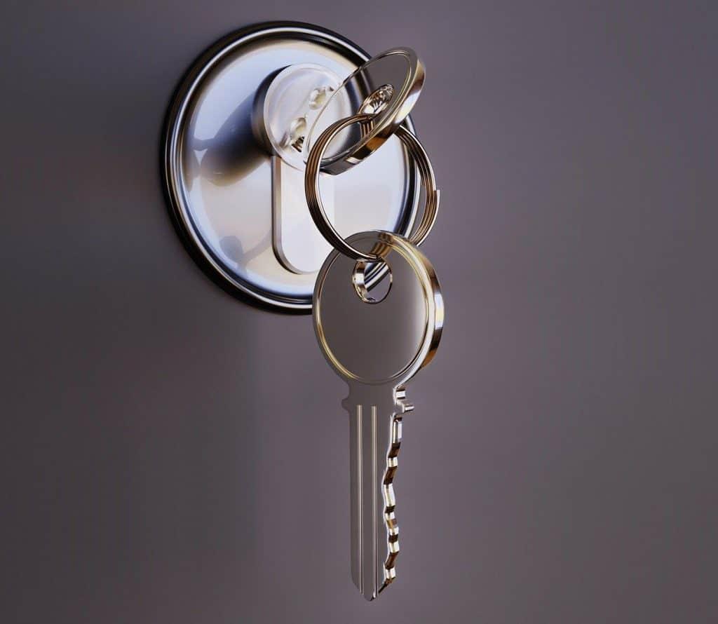 2 door keys.